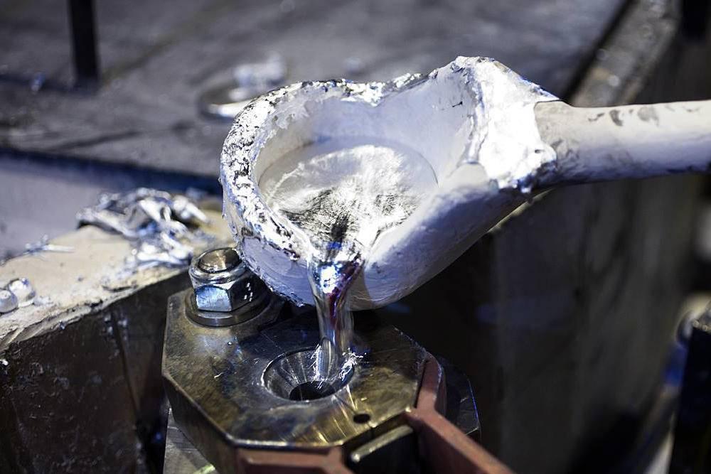 Potentat produkcji aluminium ofiarą cyberataku. Norsk Hydro zamyka zakłady
