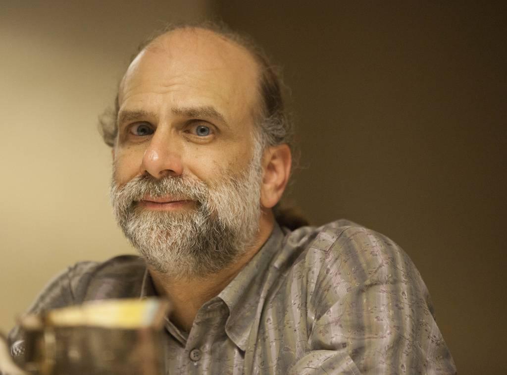 Bruce Schneier krytycznie o bezpieczeństwie 5G, dostrzega trzy główne problemy