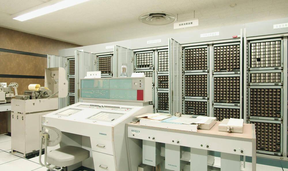 W laboratoriach Fujitsu wciąż działa 60-letni komputer przekaźnikowy FACOM128B