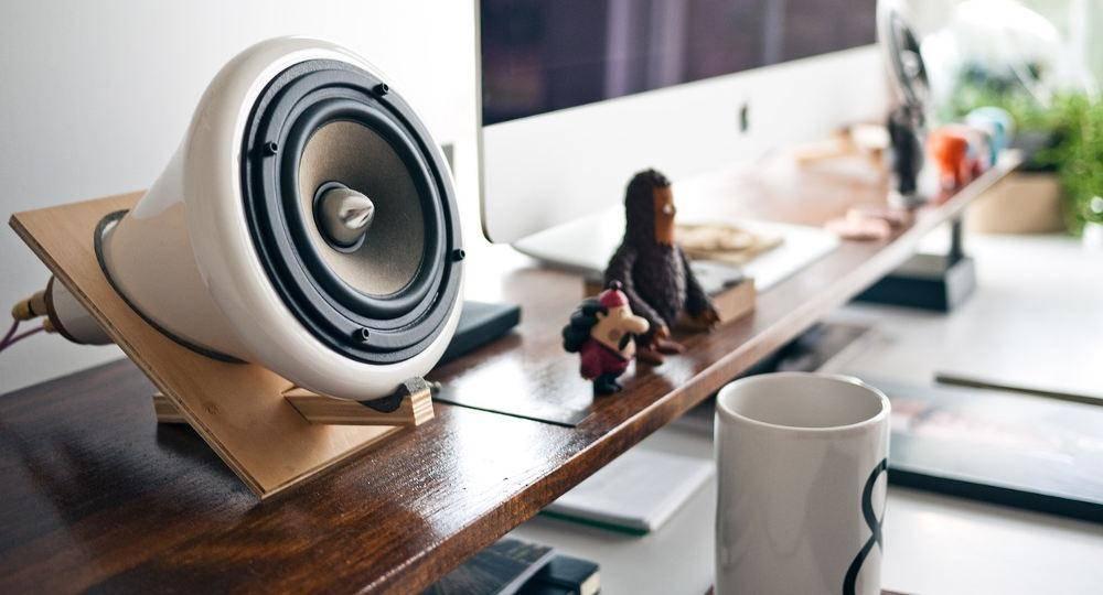 Muzyka w pracy – przeszkadza czy wpływa na produktywność?