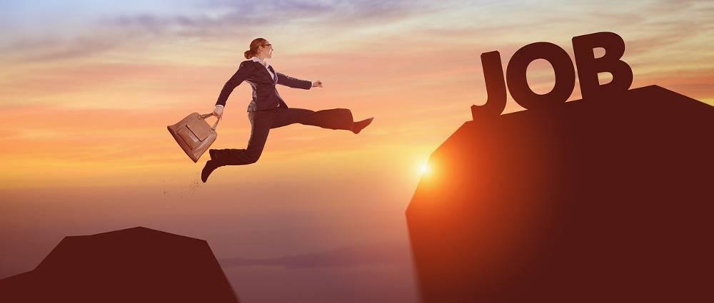 Pierwszy miesiąc w nowej pracy IT – jak przetrwać?